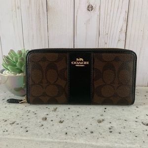 NWT COACH ACCORDION ZIP WALLET WITH LEATHER STRIP